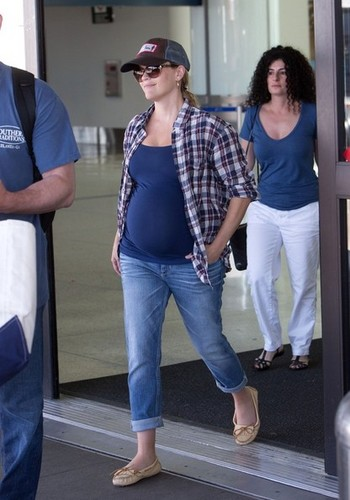Reese Witherspoon Lands in LA [July 19, 2012]