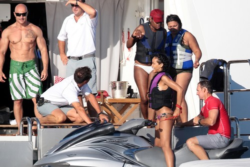 Relaxes With Drinks And Friends In Saint-Tropez [21 June 2012] - rihanna Photo