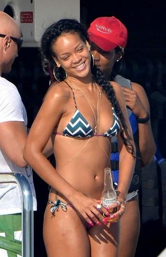 রিহানা in Bikini