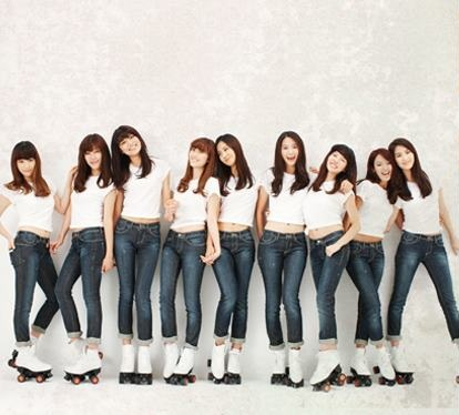 http://images5.fanpop.com/image/photos/31500000/SNSD-GEE-ERA-girls-generation-snsd-31535859-414-374.jpg
