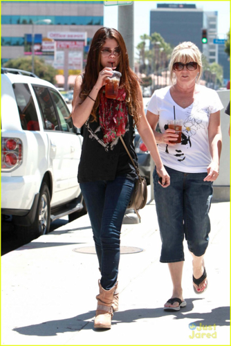 Selena - Going to Panera Bread in Sherman Oaks with her grandparents - July 24, 2012 - selena-gomez Photo