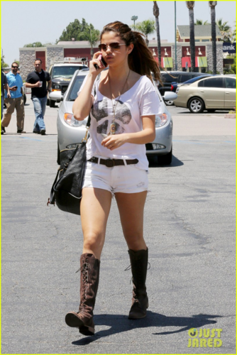 Selena - On her way to a Japanese restaurant in LA - July 23, 2012
