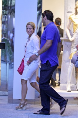 Shakira shopping in Miami [July 23, 2012]
