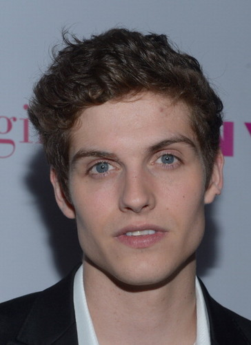 Daniel Sharman پیپر وال with a business suit, a suit, and a dress suit entitled The Annual May Young Hollywood Issue - Party