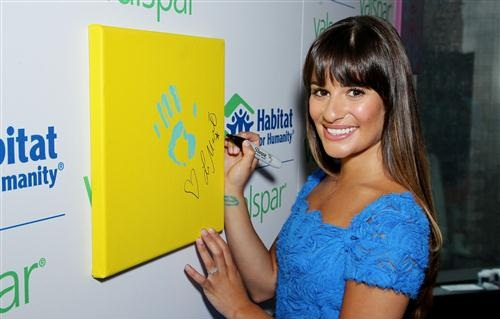 Valspar Hands For Habitat Unveiling Hosted দ্বারা Lea Michele - July 20, 2012