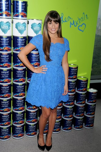 Valspar Hands For Habitat Unveiling Hosted によって Lea Michele - July 20, 2012