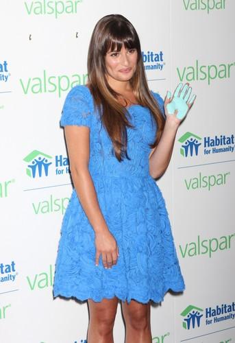 Valspar Hands For Habitat Unveiling Hosted দ্বারা Lea Michele - July 20, 2012