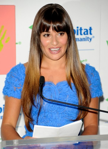 Valspar Hands For Habitat Unveiling Hosted سے طرف کی Lea Michele - July 20, 2012
