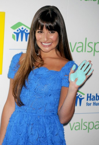 Valspar Hands For Habitat Unveiling Hosted sa pamamagitan ng Lea Michele - July 20, 2012