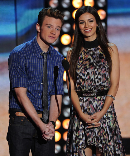 Victoria Justice at the Teen Choice Awards 2012 - montrer
