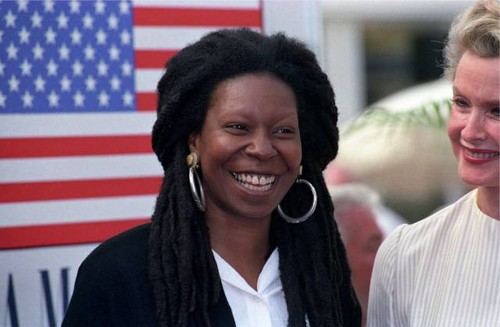 Whoopi Goldberg wallpaper containing a portrait titled Whoopi Goldberg