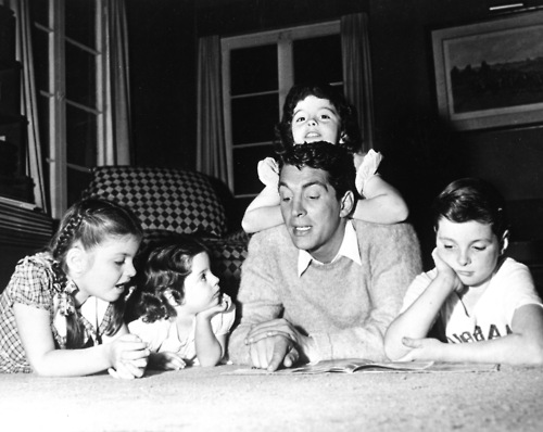Dean Martin fond d'écran possibly containing a neonate, a sign, and a rue called With the kids