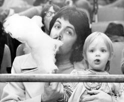 Paul McCartney wallpaper called i love macca!!!