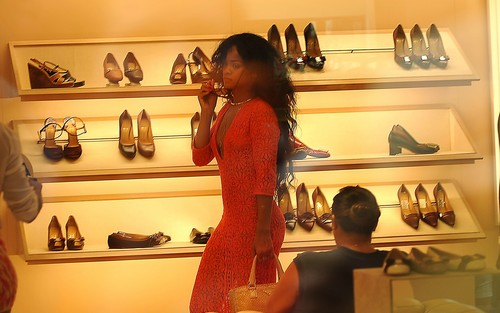 rihanna shopping in capri - rihanna Wallpaper