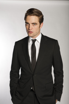'Cosmopolis' Exclusive Promo Pics: Rob Suits Up In Gucci! - robert-pattinson Photo