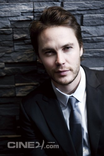 Taylor Kitsch Hintergrund containing a business suit and a suit titled ♥♥ Taylor Kitsch ♥♥