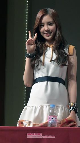 120525 Naeun at Yongsan ファン Signing Event