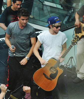 AUG 02ND - BUSKING AT WESTFIELD SHOPPING CENTRE - one-direction Photo