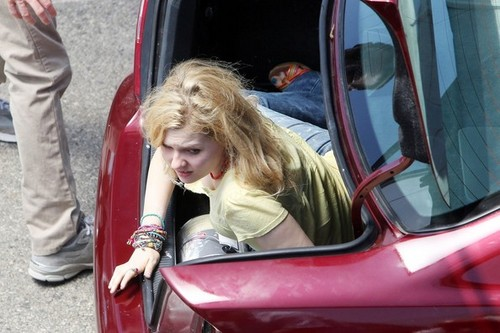 Abigail Breslin Films 'The Hive'