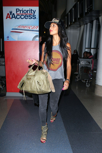 Arrives At Los Angeles International Airport [29 July 2012]