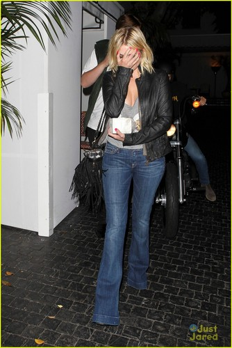 Ashley leaving замок Marmont in West Hollywood