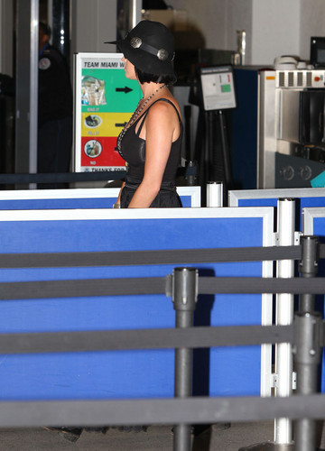At An Airport In Miami [28 July 2012] - katy-perry Photo