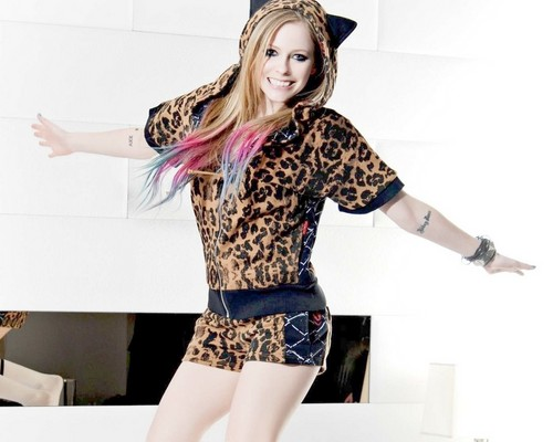 Avril Lavigne پیپر وال probably containing tights entitled Avril Lavigne