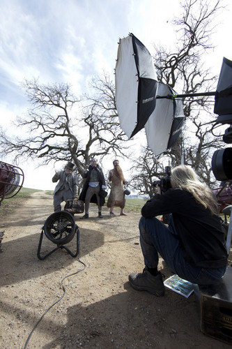 Behind The Scenes photos par Annie Leibovitz For Disney Parks Campaign [March 5, 2012]