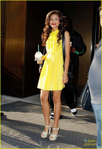 Bella Thorne & Zendaya arrive at the WPIX studios, to promote Shake it up special, 2 august 2012