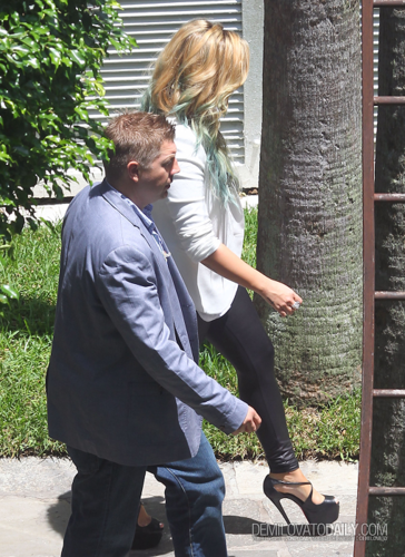 Demi - Leaves her South пляж, пляжный Hotel in Miami, FL - July 27, 2012