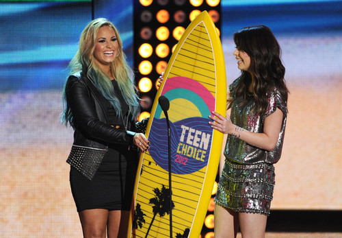 Demi Lovato wallpaper possibly with bare legs, a hip boot, and hot pants entitled Demi lovato with Miranda Cosrgove