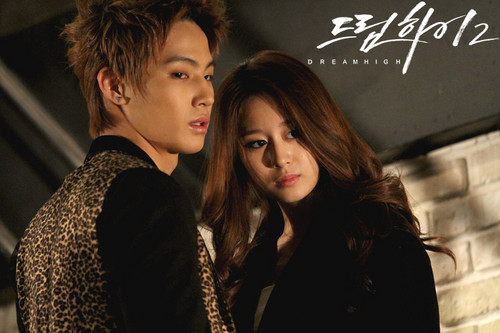 Dream High 2 fond d'écran probably containing a business suit, a well dressed person, and an outerwear titled Dream High 2