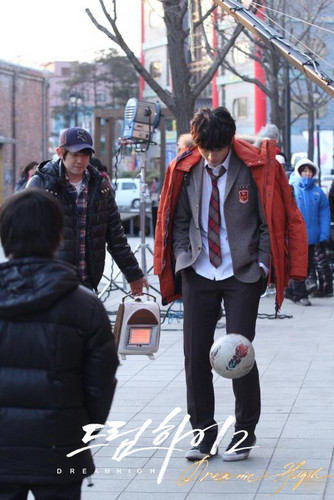 Dream High 2 fond d'écran with a business suit and a rue called Dream High 2