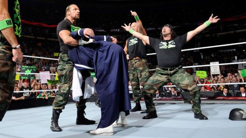 Dx reunite on Raw 1000