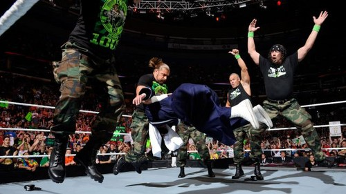 Dx reunite on Raw 1000
