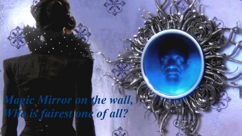 Evil クイーン and Magic Mirror