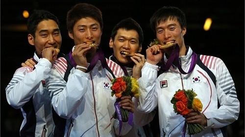 FENCING: Korea win's goud medal in Men's Sabre.