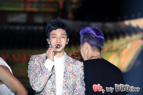 GiKwang at Gwanghwamun Guerilla concierto