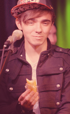 Gotta pag-ibig him madami then ever i mean look at that face Nathan <3