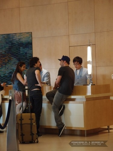 Ian and Nina inside hotel - ian-somerhalder-and-nina-dobrev Photo