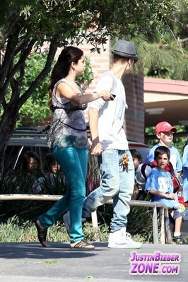 JB and Selena- 4th Augus 2012