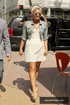 JULY 26TH - Has Lunch At Sushi Samba In Miami, FL - demi-lovato Photo