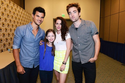 Taylor, Robert, Kristen and Mackenzie at Comic con 2012