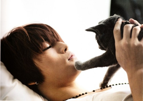 Jaejoong with Kitty <3