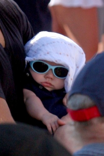 Jared Padalecki & Genevieve Cortese wallpaper with sunglasses entitled Jared Padalecki and Family in Vancouver