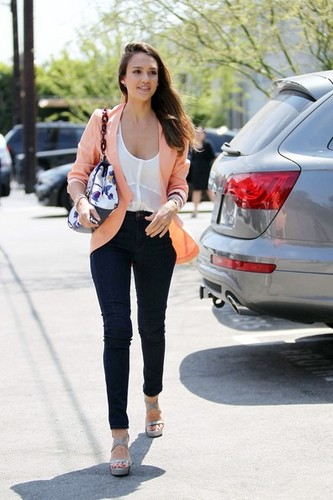 Jessica Alba At A Studio In Los Angeles [August 2, 2012]