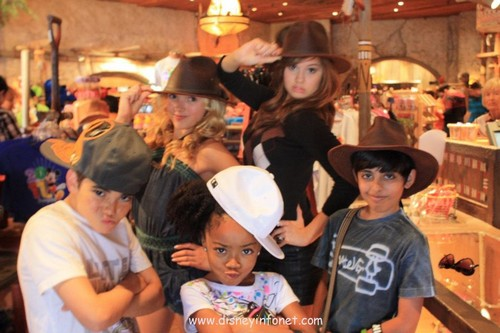 Peyton R. List (Emma Ross) wallpaper with a boater, a fedora, and a snap brim hat called Jessie Disneyland Trip