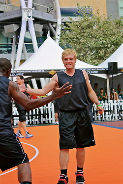 Josh-3on3 - josh-hutcherson Photo