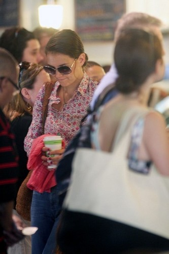 Katie Holmes images Katie and Suri Grab A Bagel Then Leave Town [July 30, 2012] wallpaper and background photos