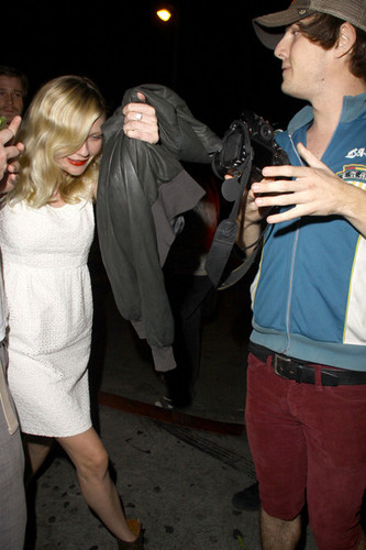 Kirsten Dunst at 샤토, 샤 또 Marmont in West Hollywood [August 2, 2012]